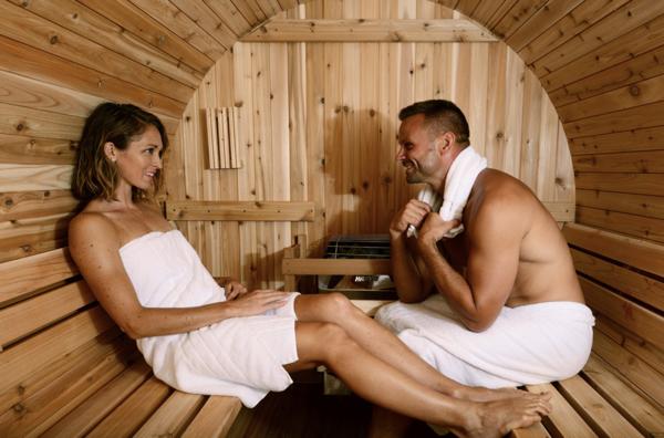 Fass Sauna traditionell 4 Personen Almost Heaven Pinnacle_innen Menschen